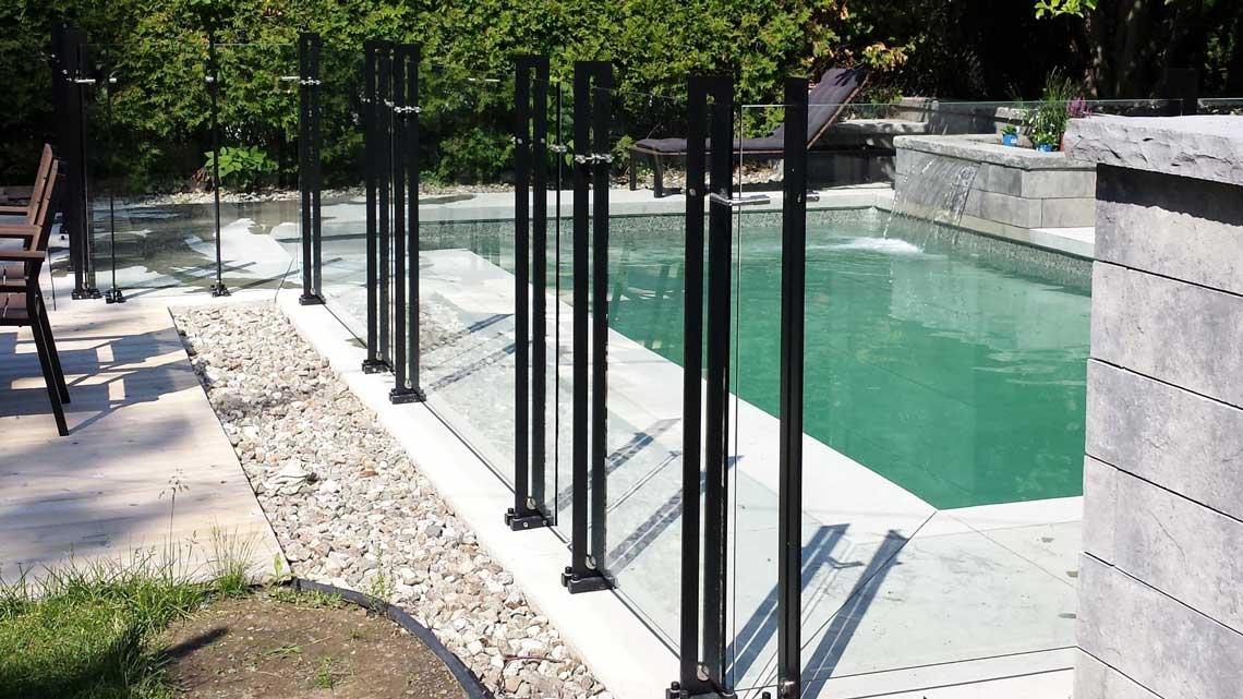 Clôture de piscine contemporaine