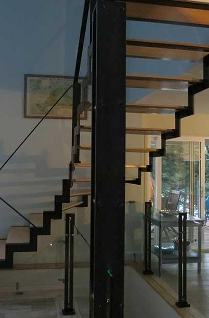 Escalier balancé contemporain