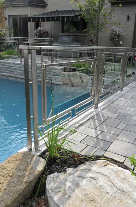 Clôture de piscine en métal